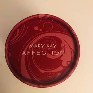 BN Mary Kay Affection Shimmeriffic Powder